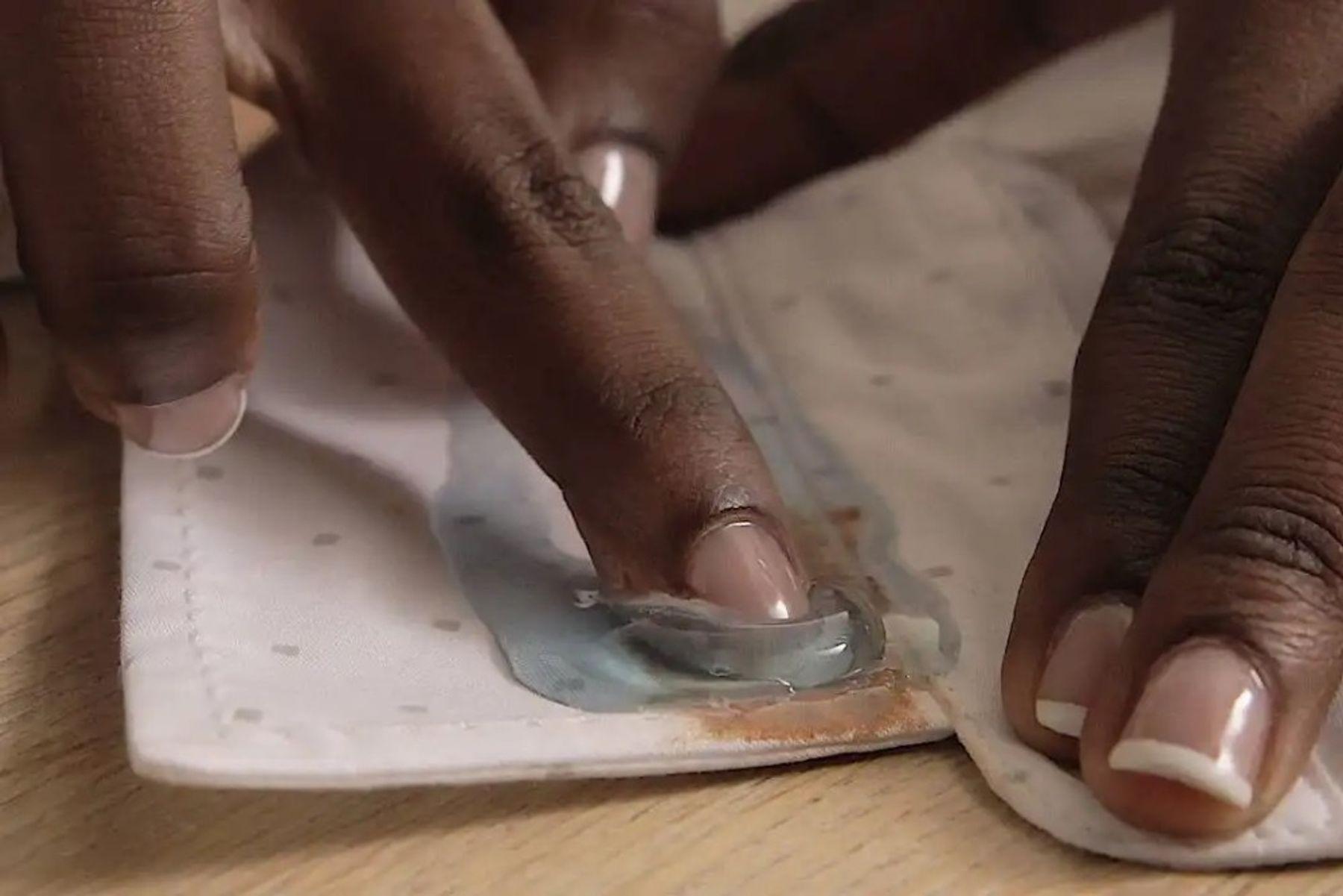 fondöten lekesi kumaştan nasıl çıkar