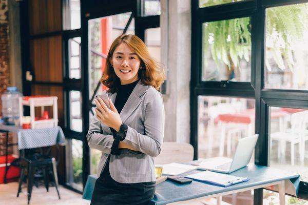 Tips merawat berbagai model baju kerja wanita