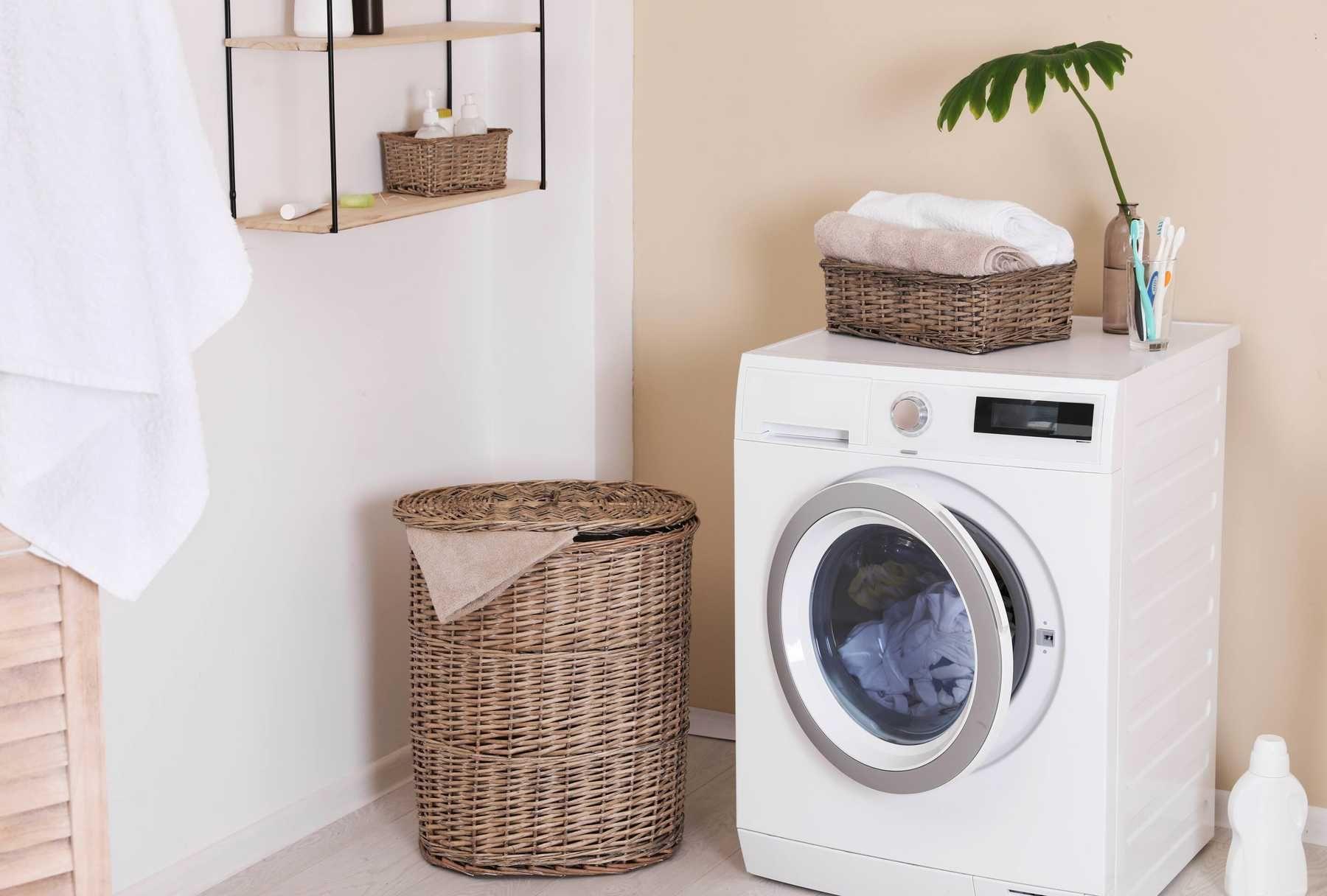 Khép hờ máy giặt cửa trước