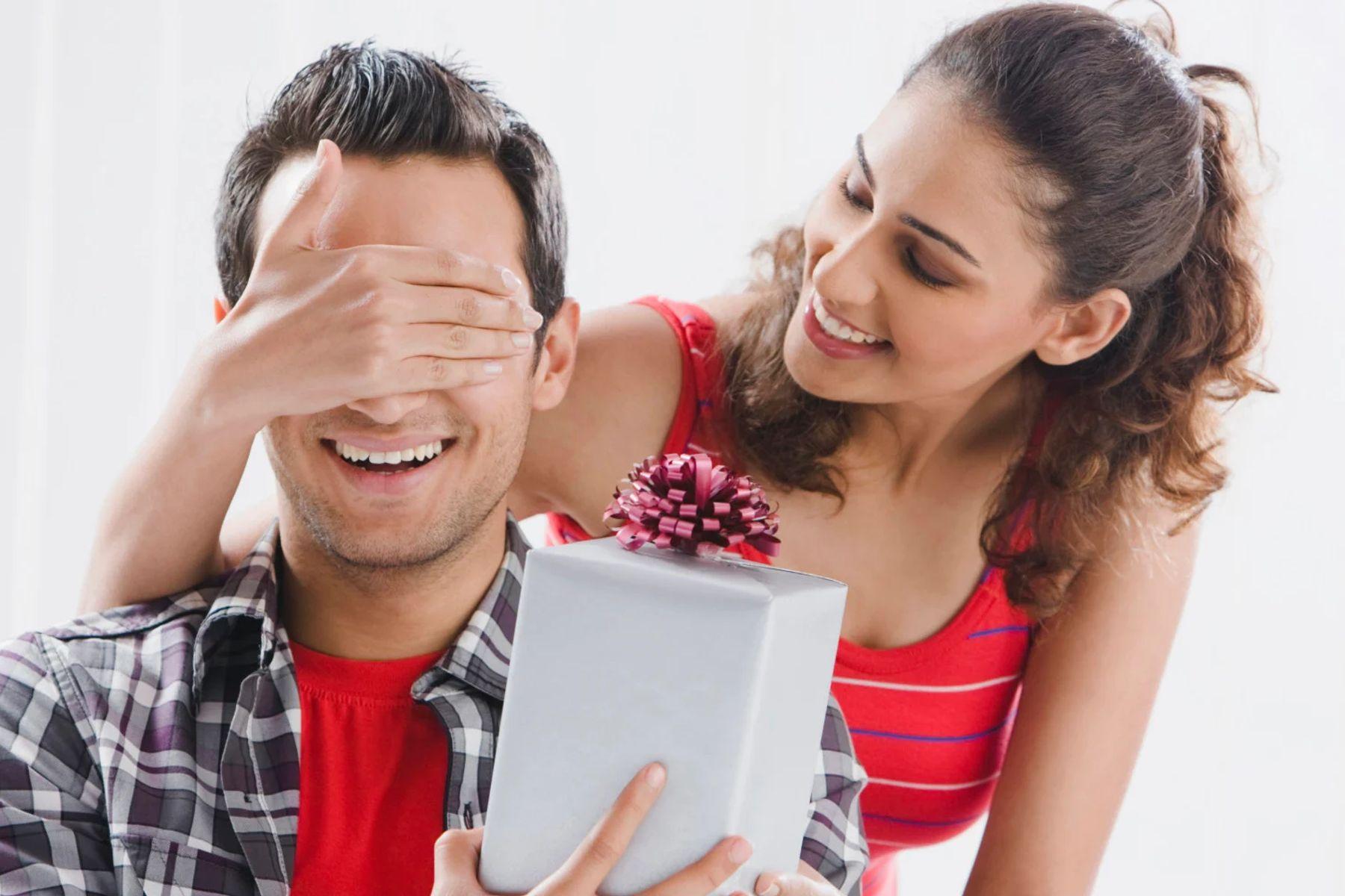 Nên tặng quà gì cho bạn trai cho thật ý nghĩa và thể hiện được tấm lòng của bạn?