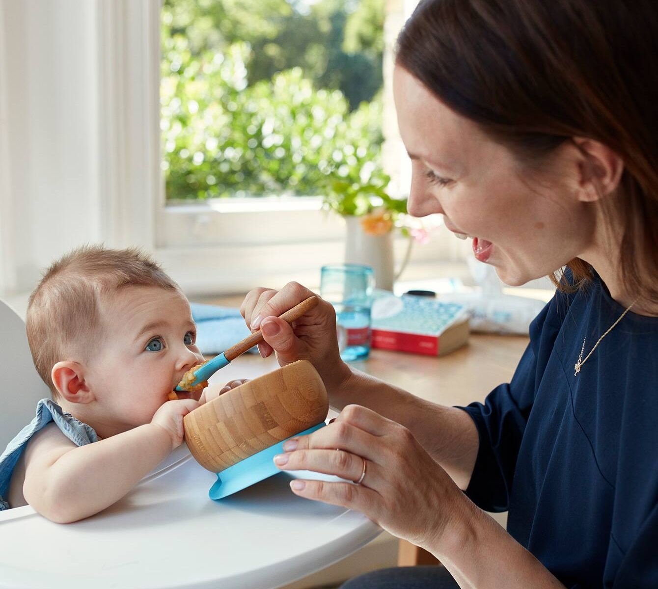 Có nên cho bé 2, 3, 4 tháng tuổi ăn dặm?