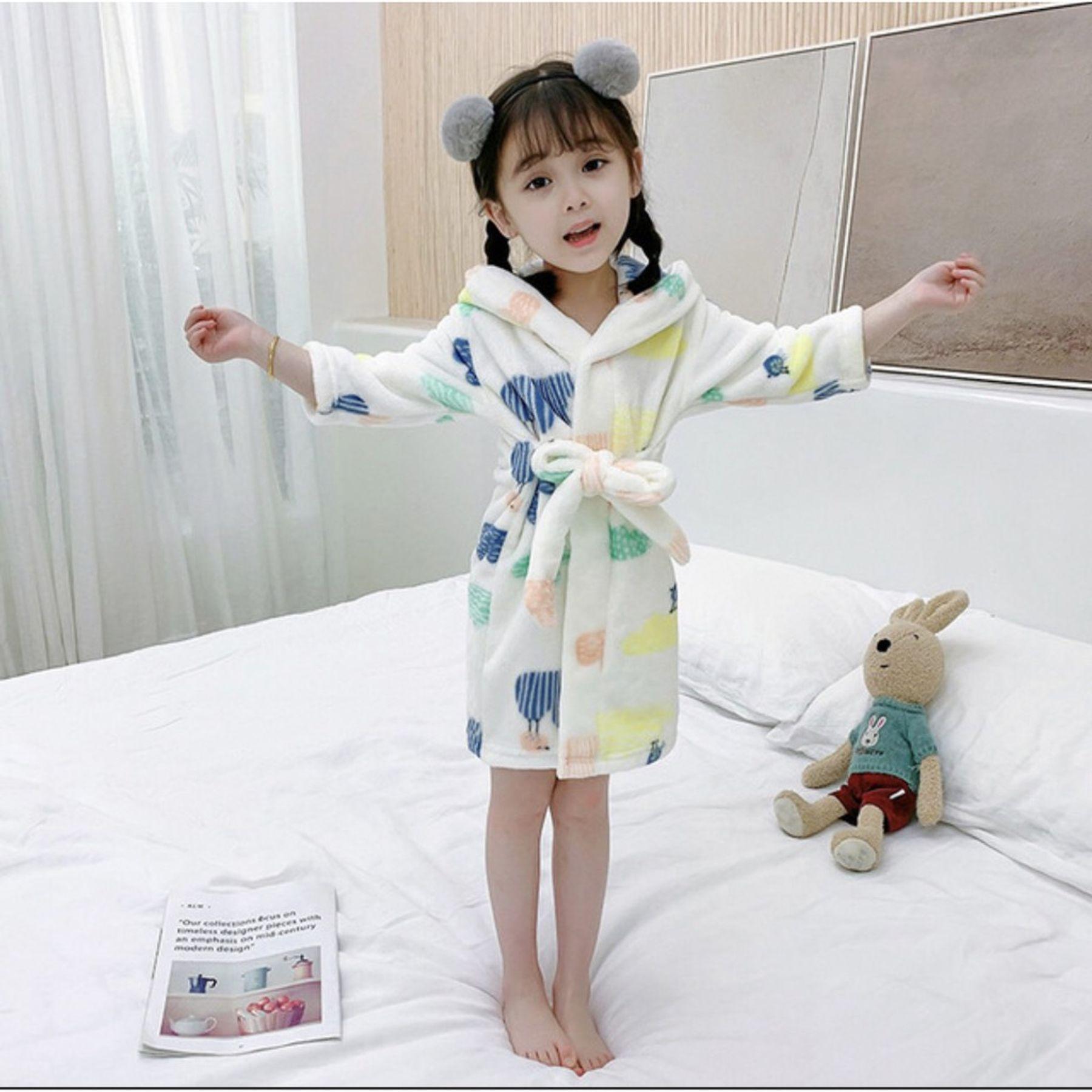 Áo choàng tắm cho bé làm từ chất liệu gì?