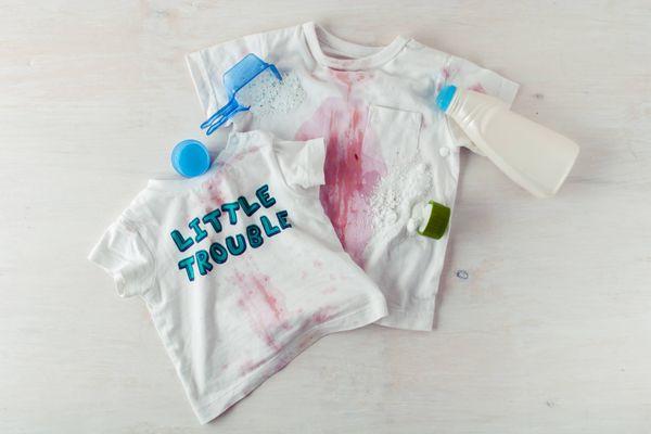 Mẹo xử lý khi nước tương dính trên áo khi ăn uống