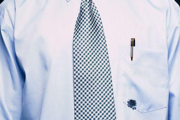 Cách tẩy mực bút bi trên áo trắng, áo màu đơn giản, hiệu quả nhất tại nhà