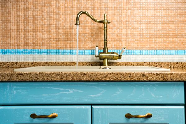 Bid Goodbye to Hard Water Stains on Your Bathroom Washbasin!