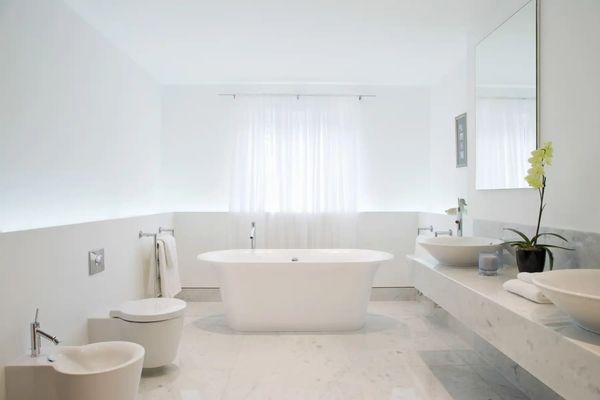 vệ sinh nội thất nhà vệ sinh
