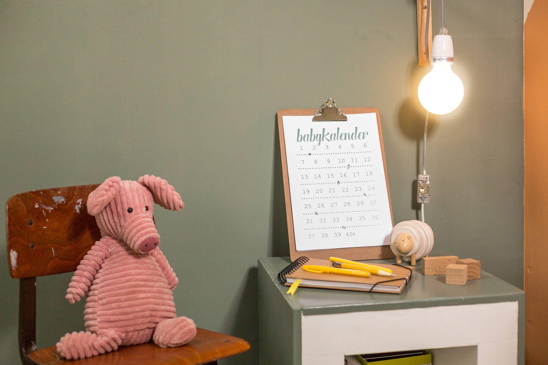 trang trí bàn học với những vật dễ thương