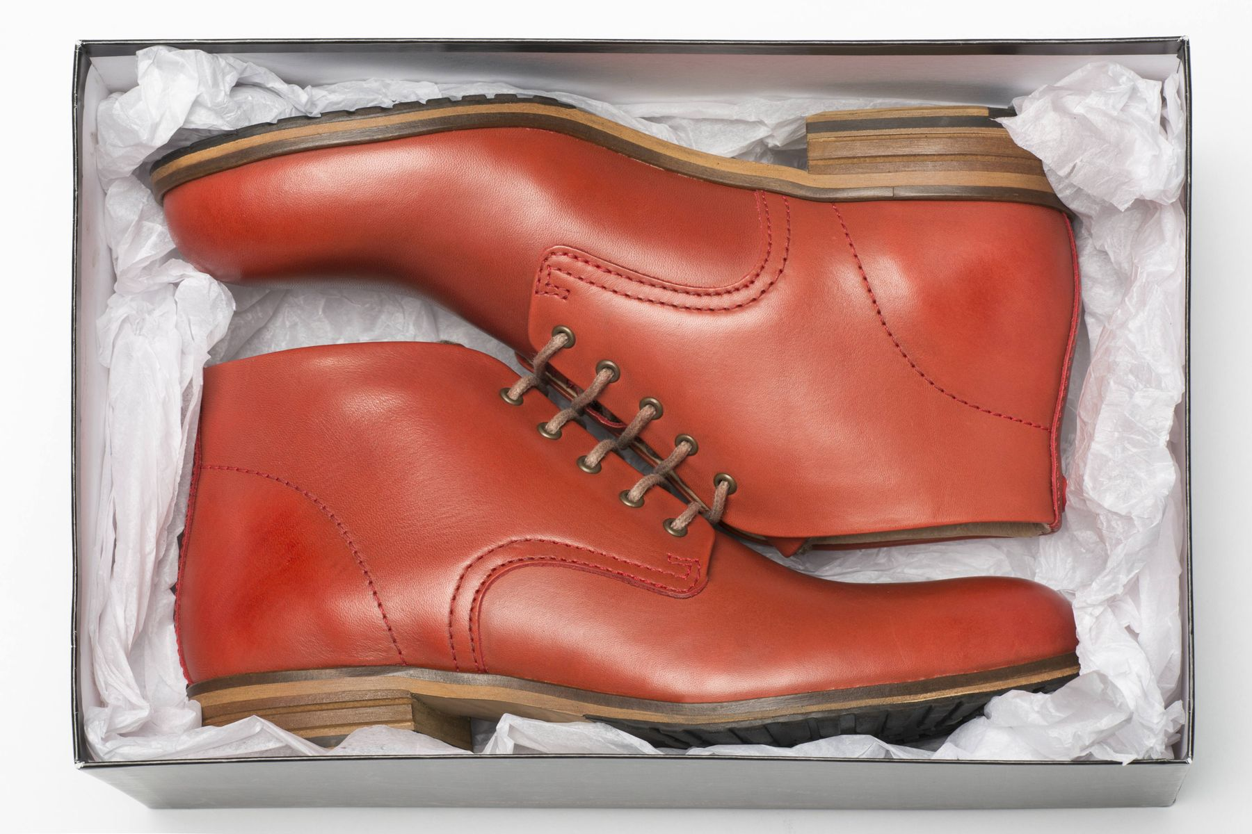 3 Kiến thức vệ sinh giày da lộn bạn không nên bỏ qua