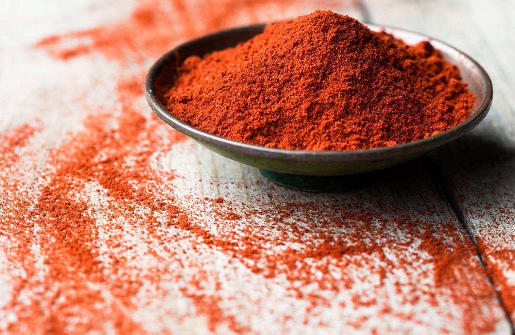 cách đuổi chuột trên trần nhà bằng ớt bột