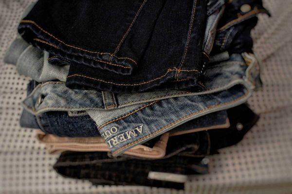 cách giữ màu quần jean