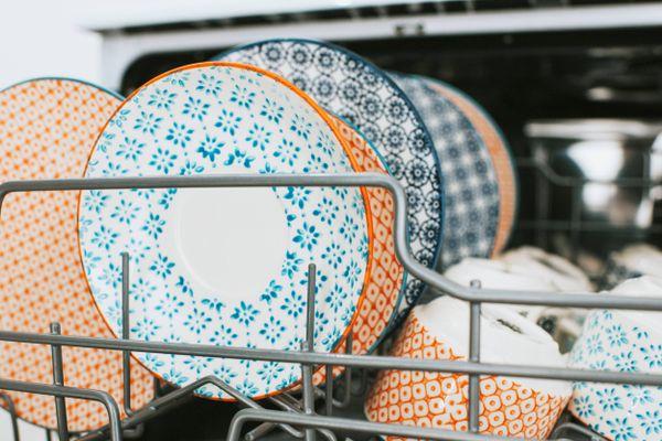 nádobí v myčce
