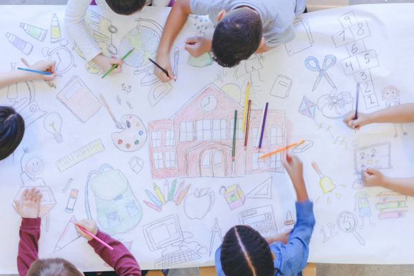 Mẹo chọn và chăm sóc quần áo cho trẻ tự tin bước vào năm học mới