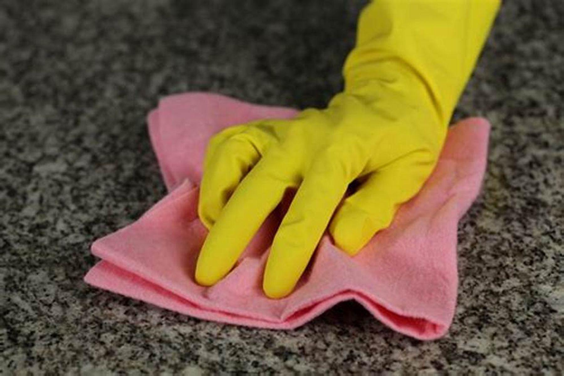 Cách làm sạch mặt đá bếp hoa cương