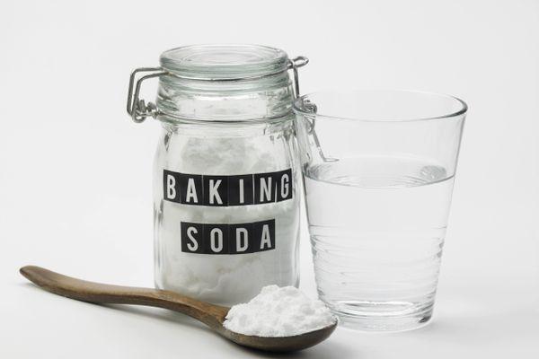 Vệ sinh máy hút mùi bằng baking soda có tốt không?