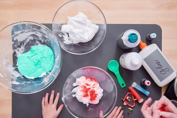 Làm slime tại nhà cho bé cực dễ với chỉ 4 nguyên liệu