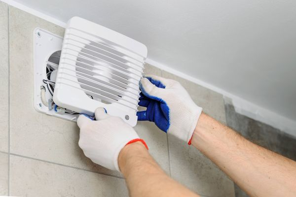 Simple trick to clean kitchen's exhaust fan