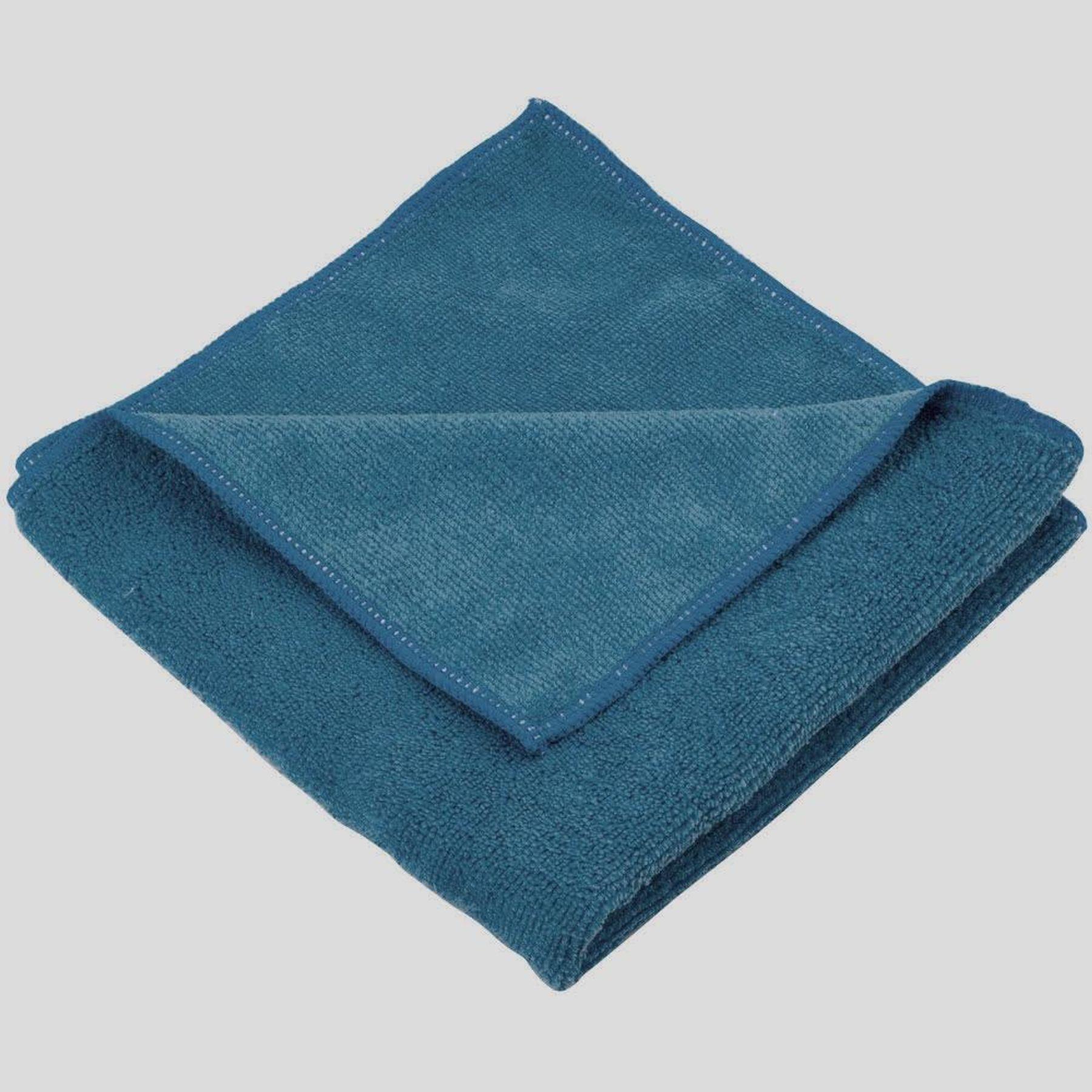 làm sáng bạc với khăn lau mềm