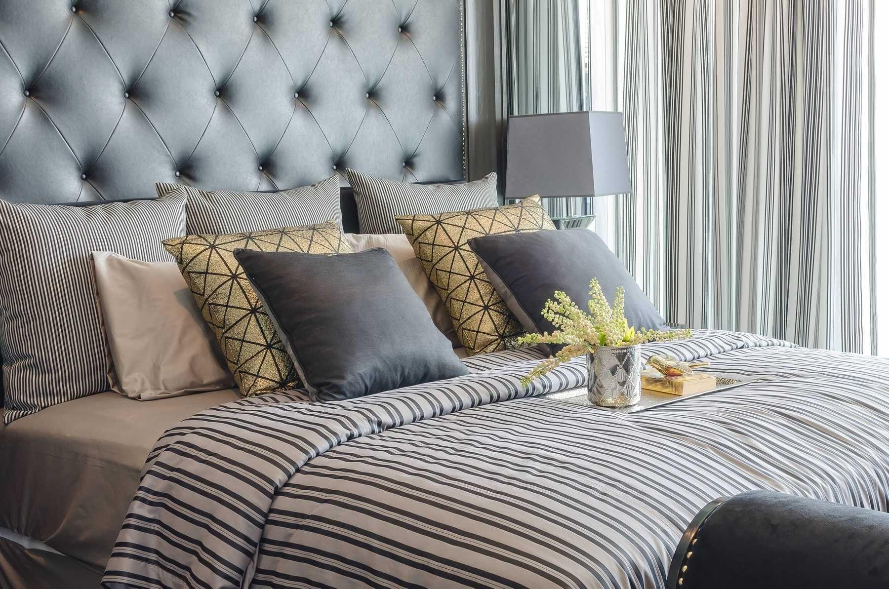 Bố trí phòng ngủ đẹp bằng cách sắp xếp đồ gọn gàng