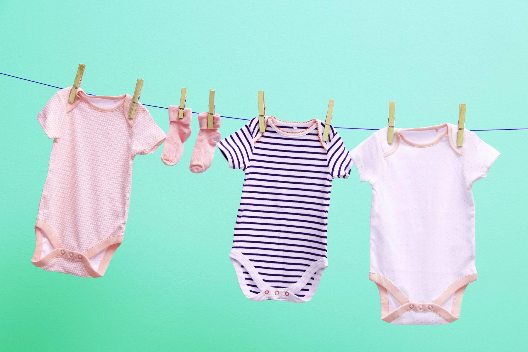 giặt quần áo em bé