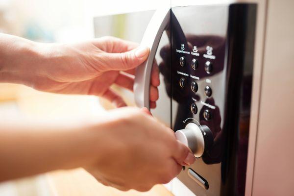 5 Sai lầm vệ sinh lò nướng làm hư hỏng thiết bị