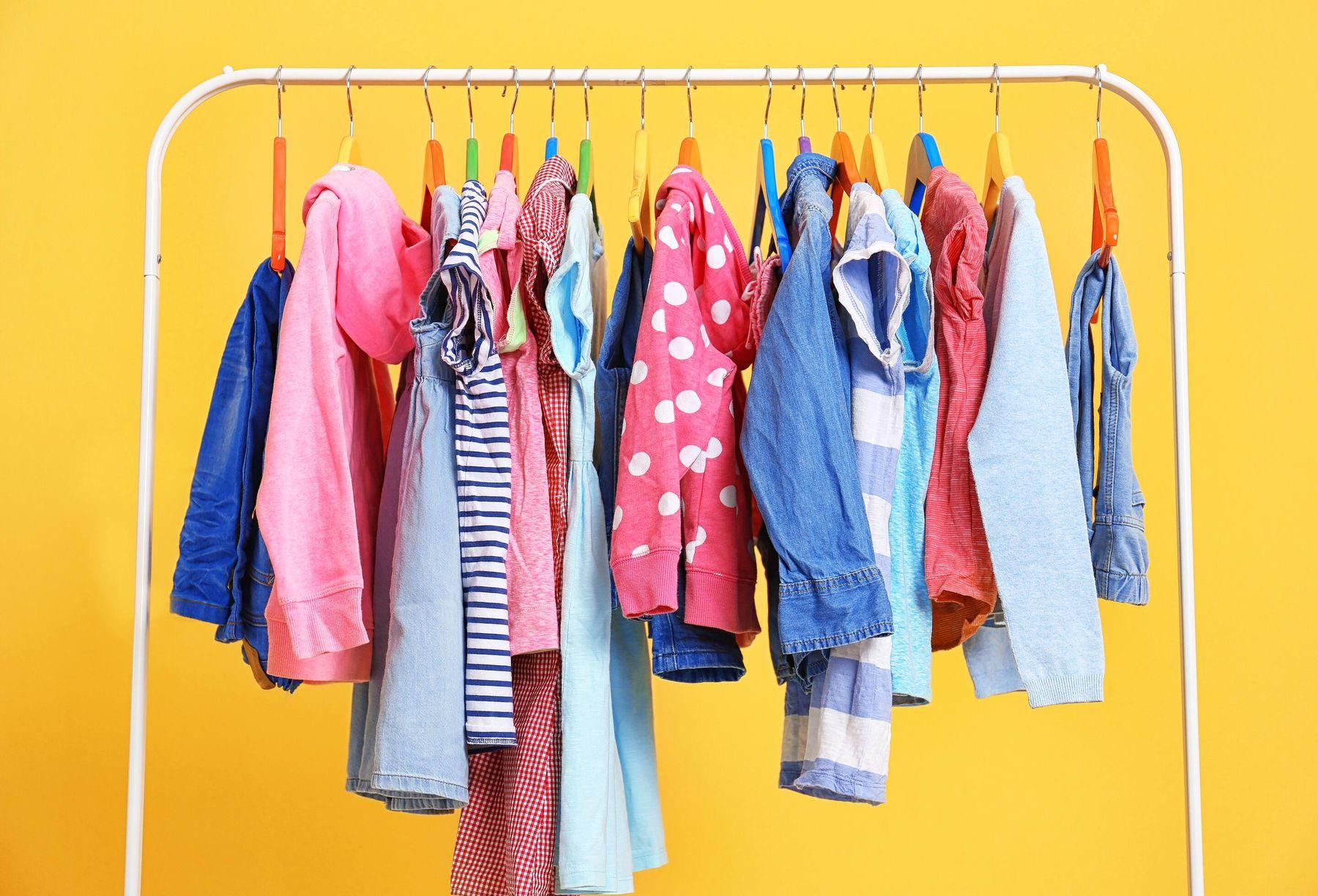 Sử dụng móc quần áo để thông cống nghẹt
