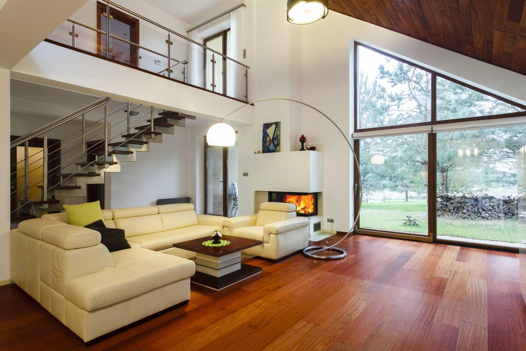 Cara membersihkan lantai kayu yang tepat