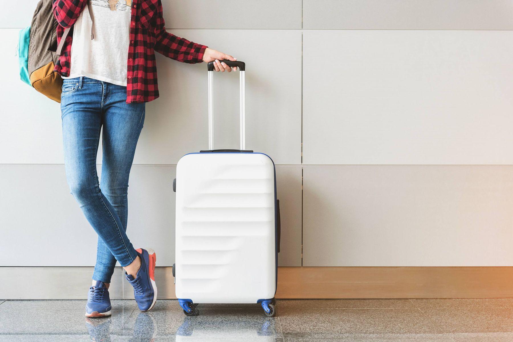 अपने सूटकेस पर लगी धूल कैसे साफ़ करें | क्लीएनीपीडिया