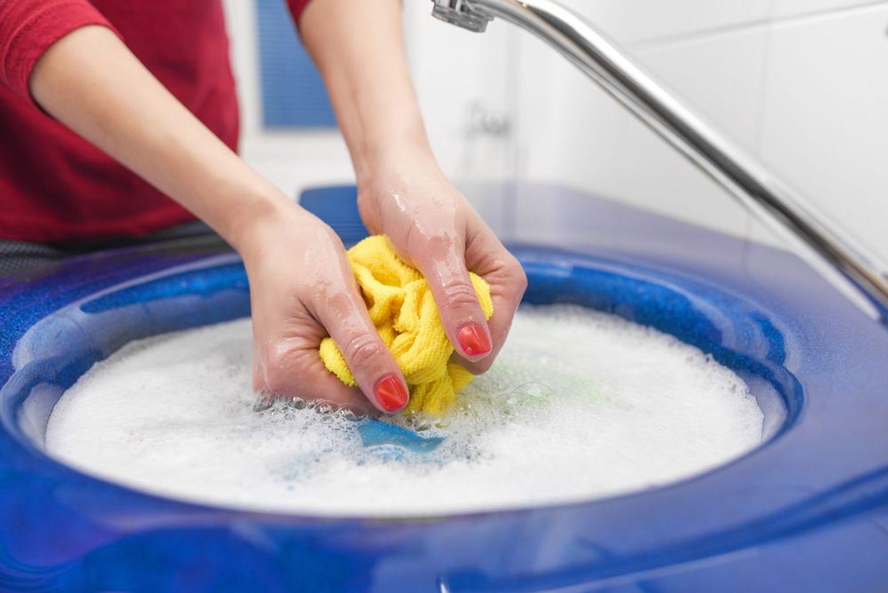 Cách giặt áo dài bằng tay