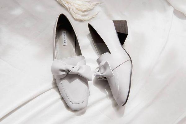 Cách vệ sinh giày da và sửa giày bị tróc da màu trắng rất đơn giản
