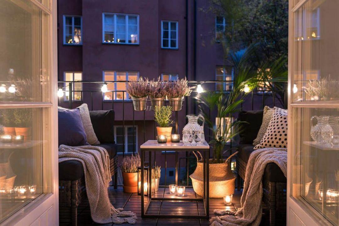 Bố trí thêm đèn led, đèn trang trí cho ban công, sân vườn