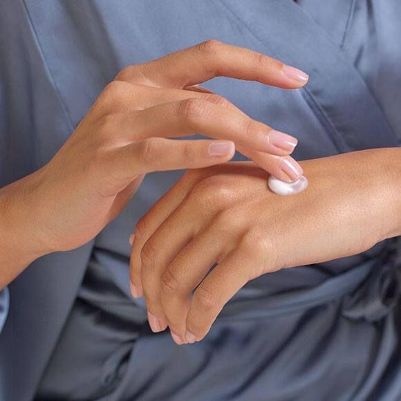 Ủ sáp nóng có giúp da tay mềm mại, mịn màng?