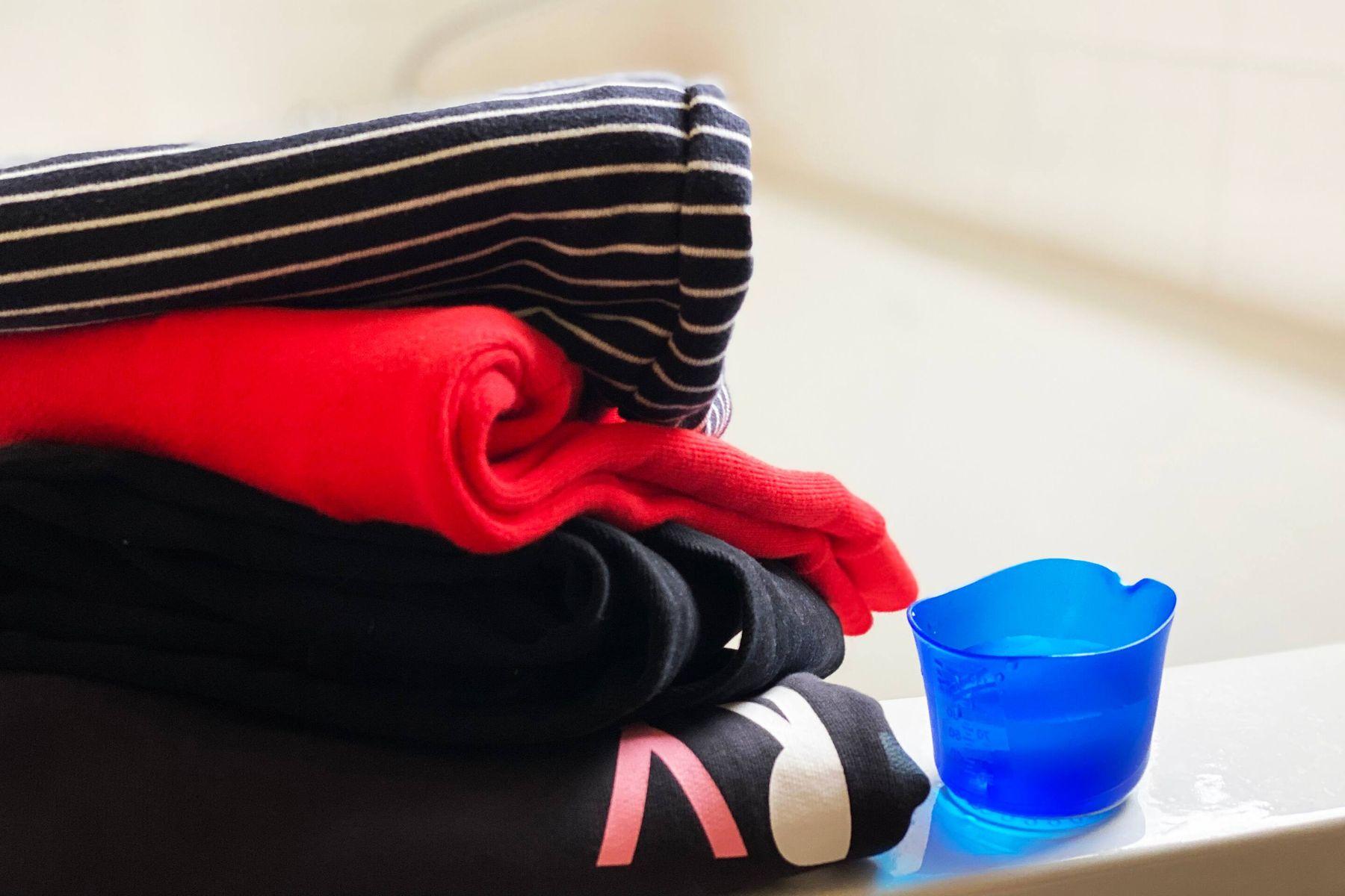 Cómo lavar ropa negra correctamente
