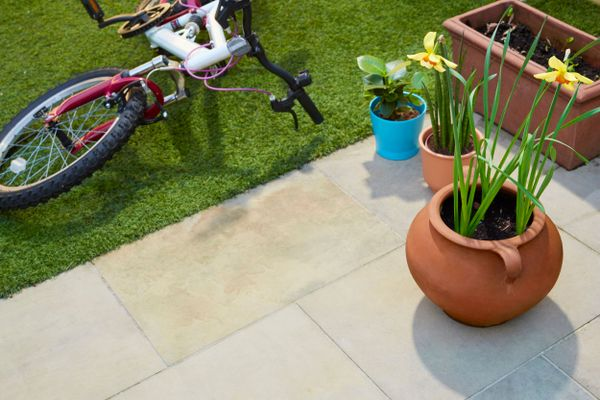 garden-party-ideas-patio-with-bicycle