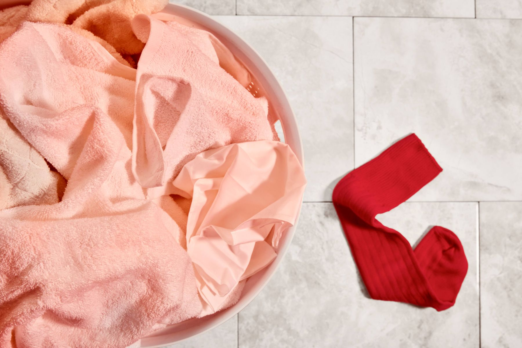 Baju terkena noda luntur merah muda