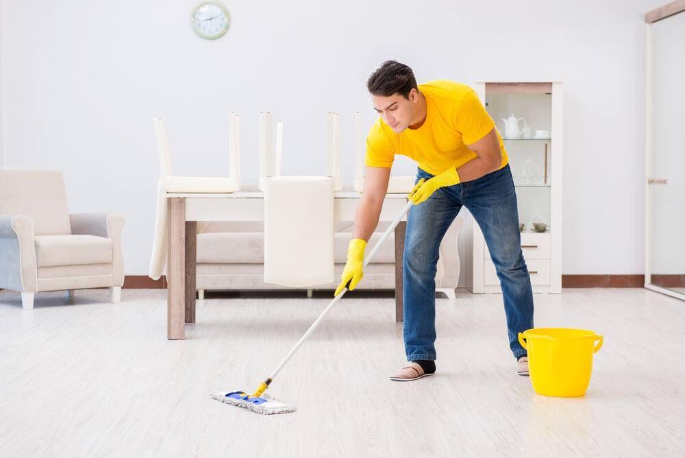 Tips Mengepel Rumah untuk Menghilangkan Bau Amis di Lantai