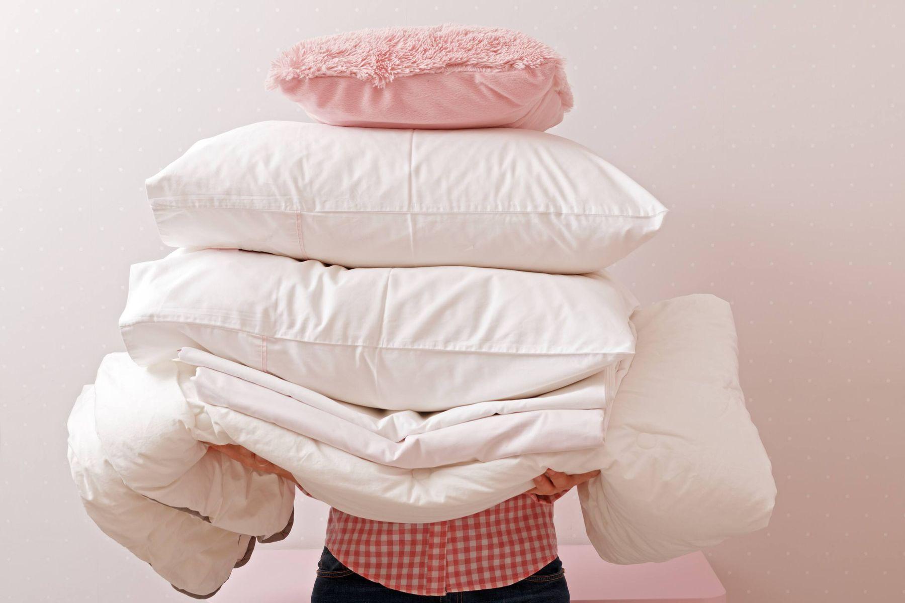 Hãy chọn chế độ giặt vắt nhẹ khi giặt gối bằng máy giặt để hạn chế làm hư hỏng chất lượng gối