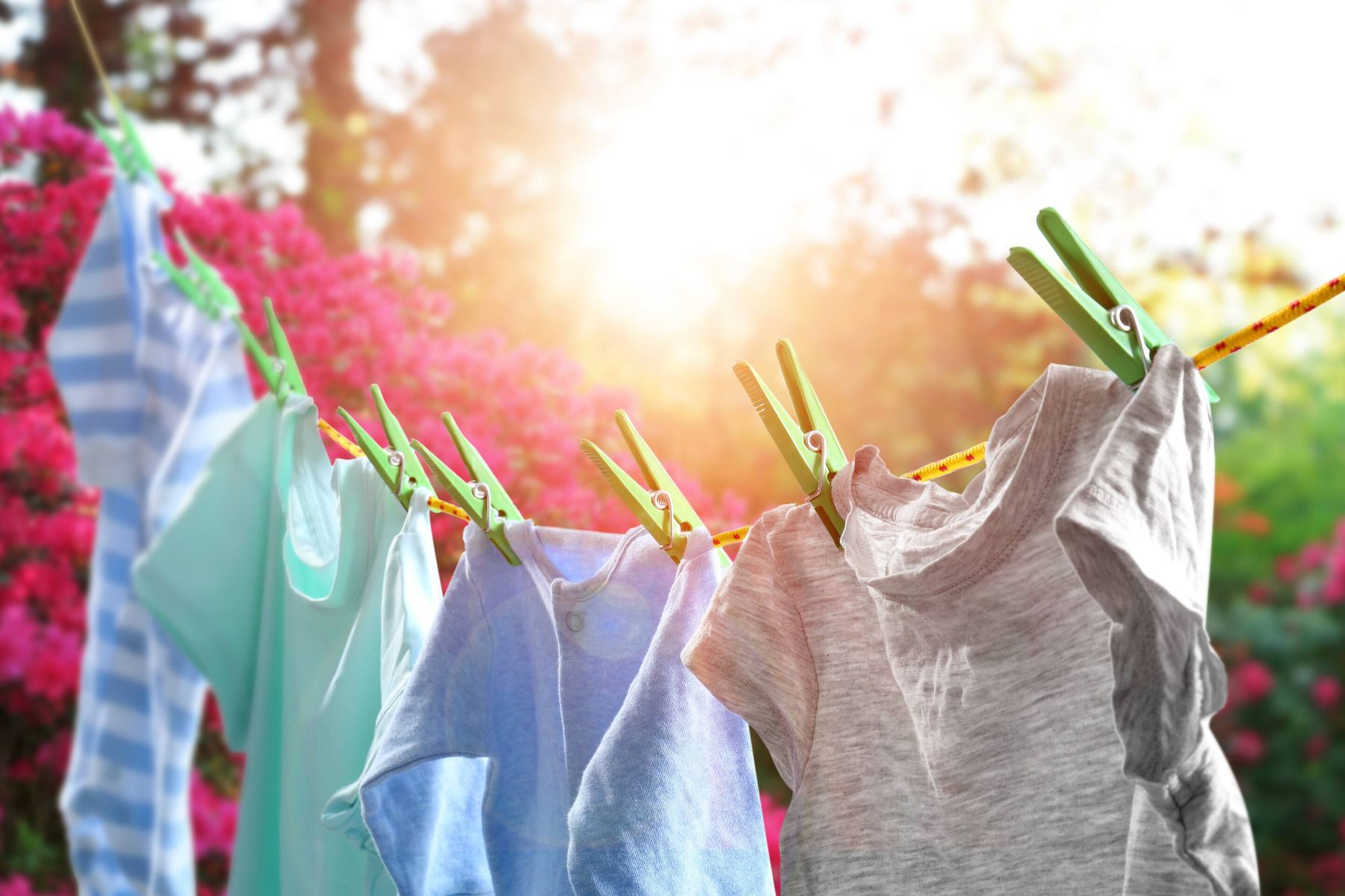 Dampness making your clothes smell funny? Here are some easy ways to get rid of the dampodour