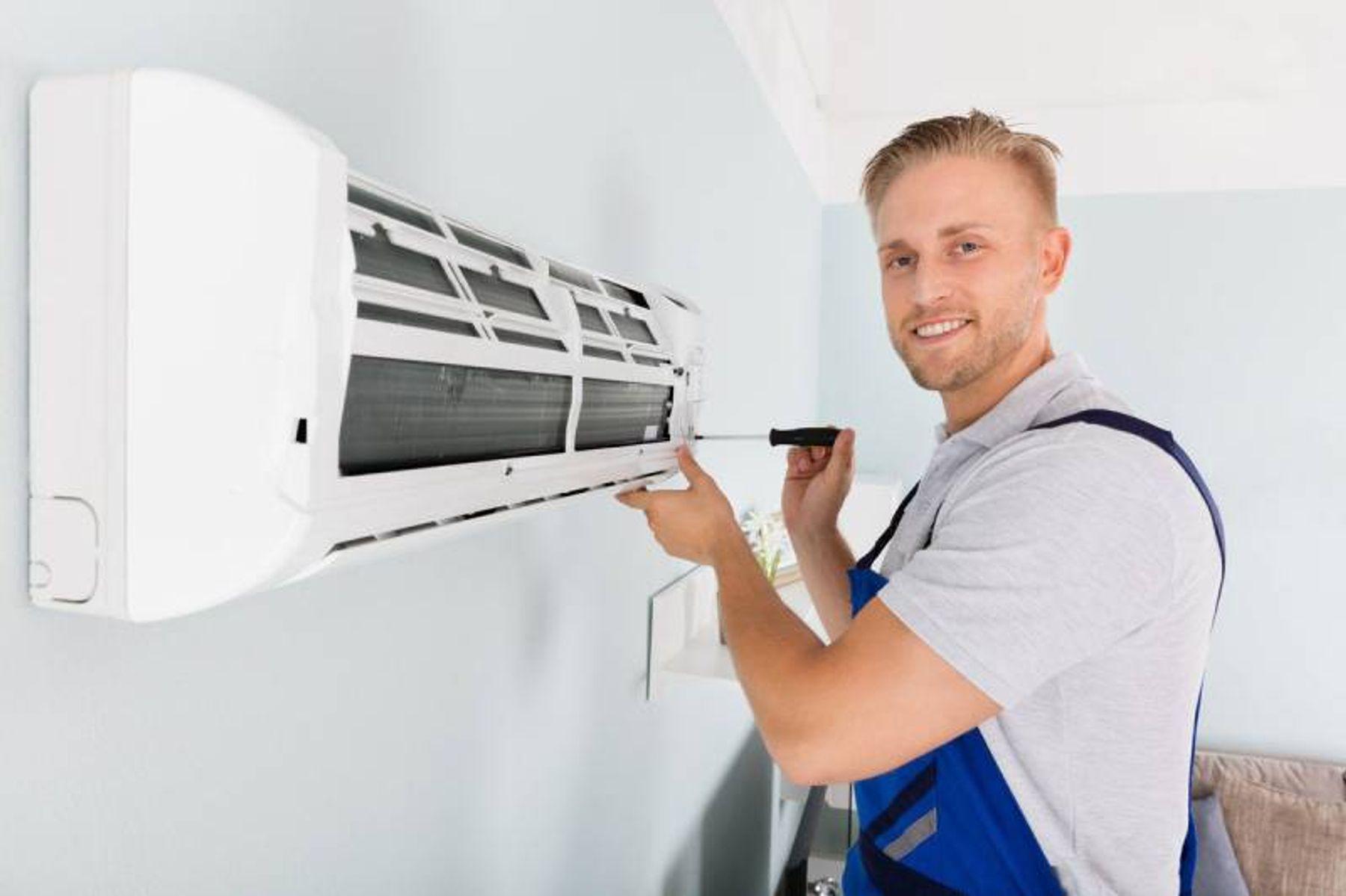 Một số dịch vụ vệ sinh máy lạnh tại nhà uy tín, an toàn và nhanh chóng