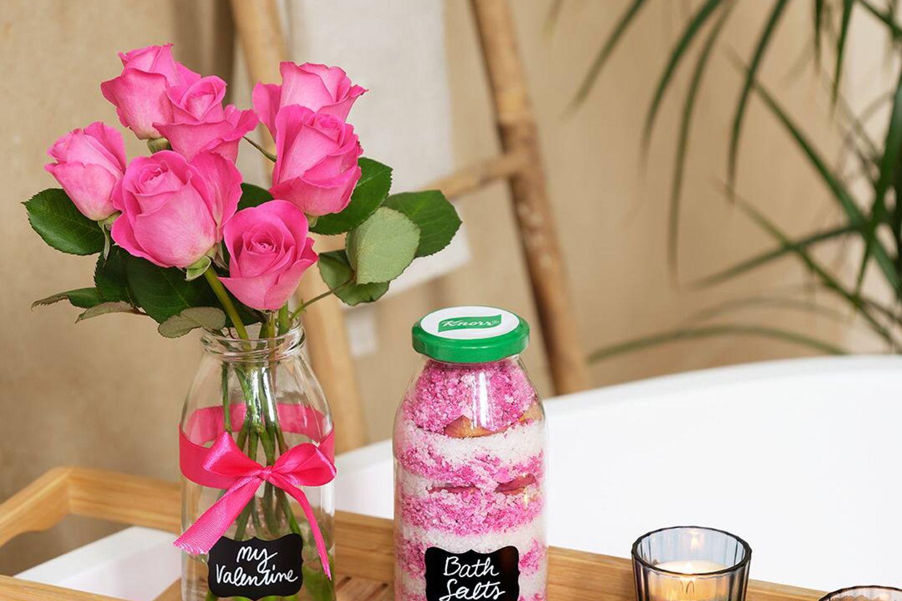 Cách tái chế vỏ chai thành đồ trang trí siêu cute