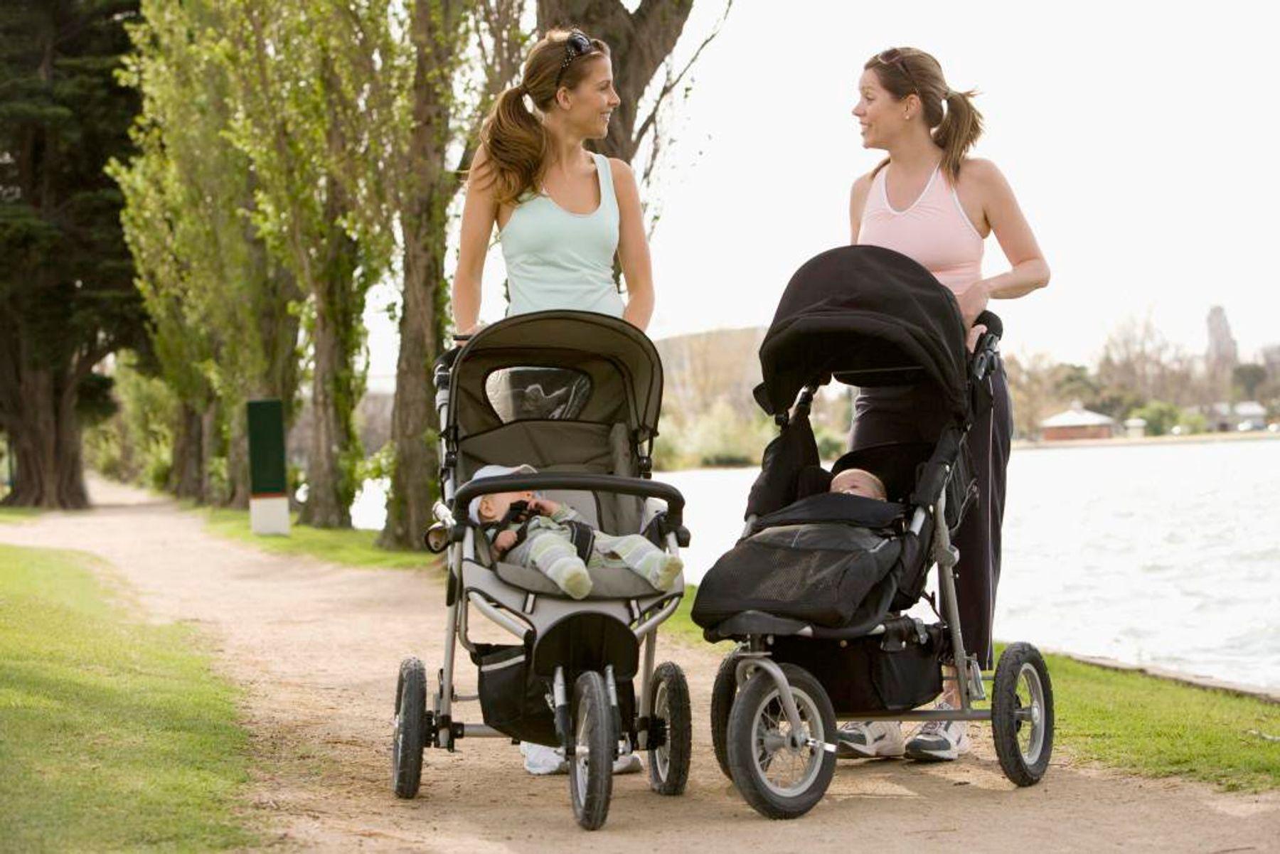 Che chắn cẩn thận khi ra nắng để chăm sóc da trẻ sơ sinh mùa hè