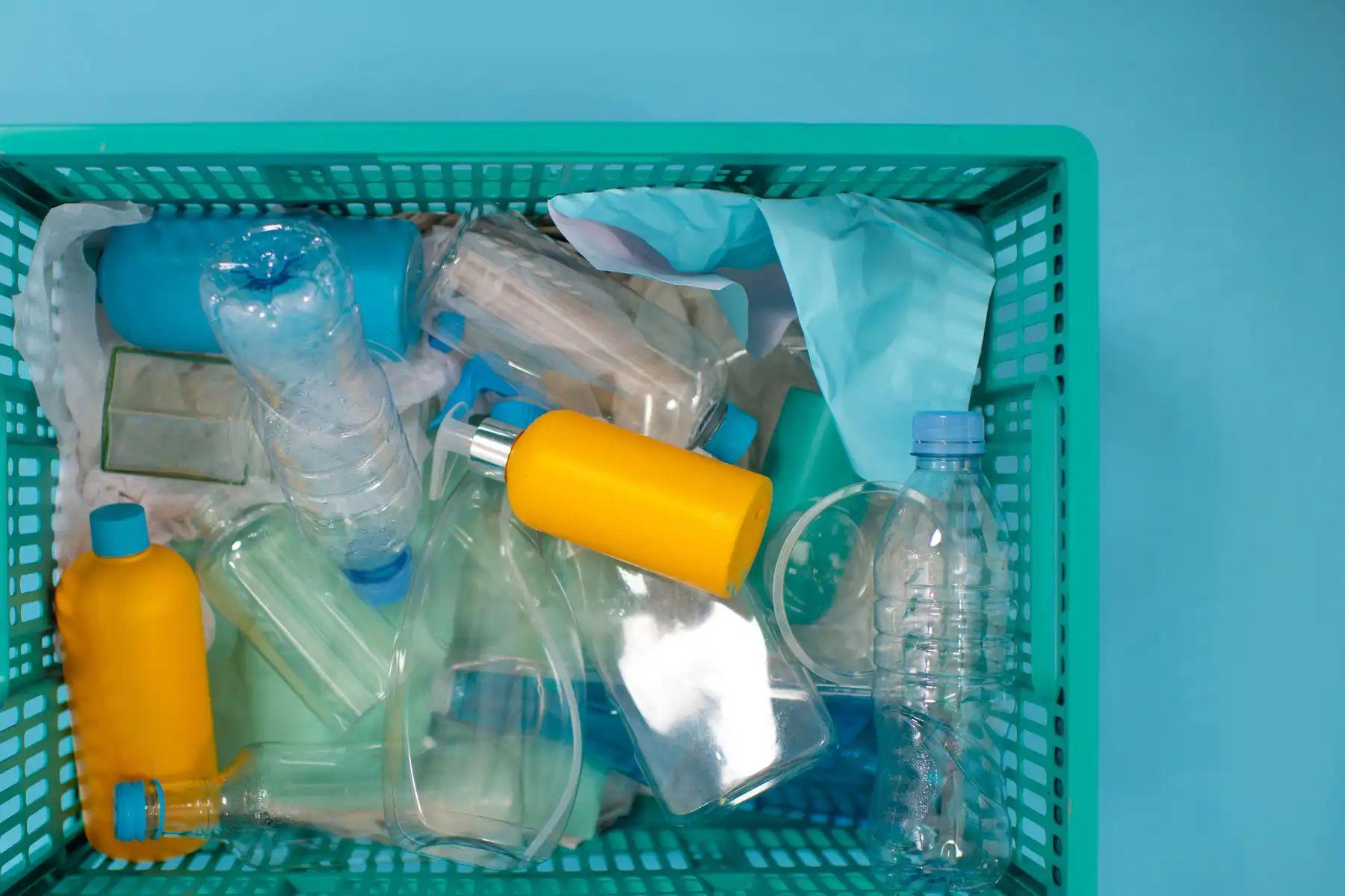 Cómo reciclar los envases de productos de limpieza