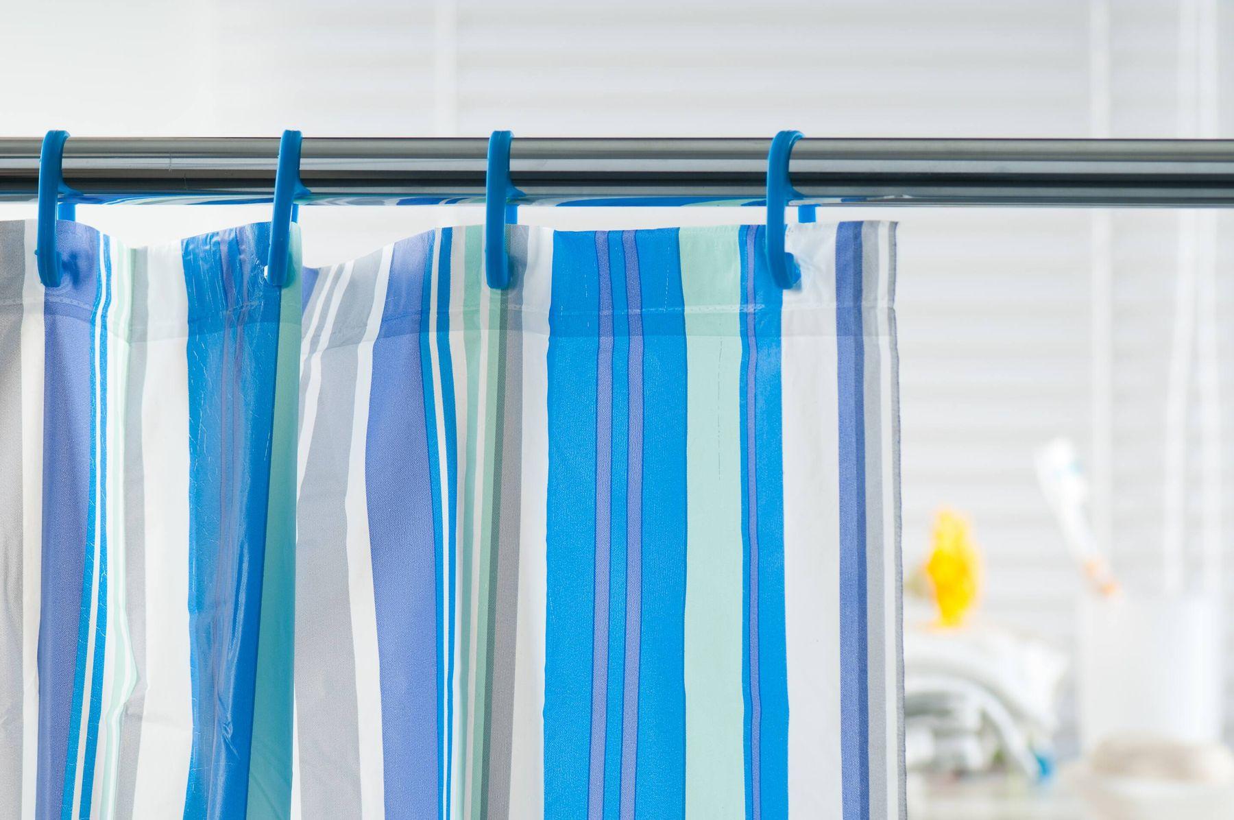 Mavi beyaz çizgili banyo duş perdesi