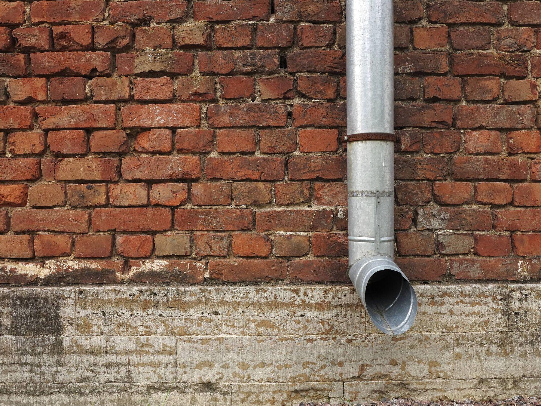 Những đường ống cong nên sử dụng dây thông cống để thông ống nghẹt không bị thủng đường ống