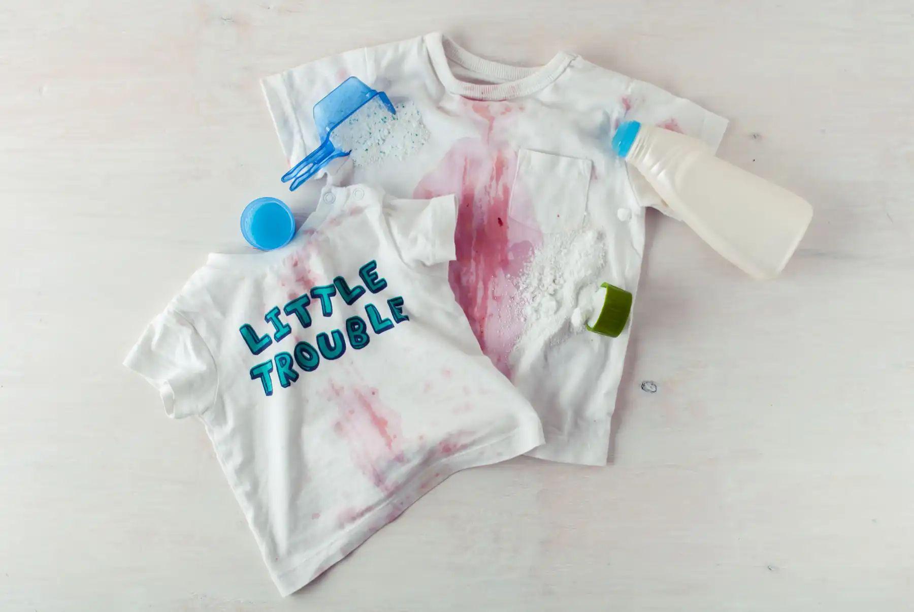 tẩy sơn trên quần áo