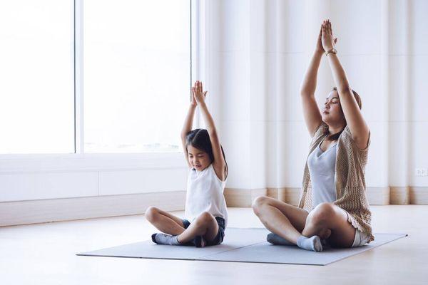 Mách bạn cách chọn trang phục tập yoga sao cho thoải mái, thời trang