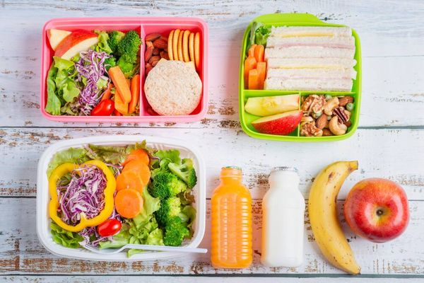 5 Cara Efektif Mencuci Kotak Makan Anak Agar Higienis dan Tidak Berbau