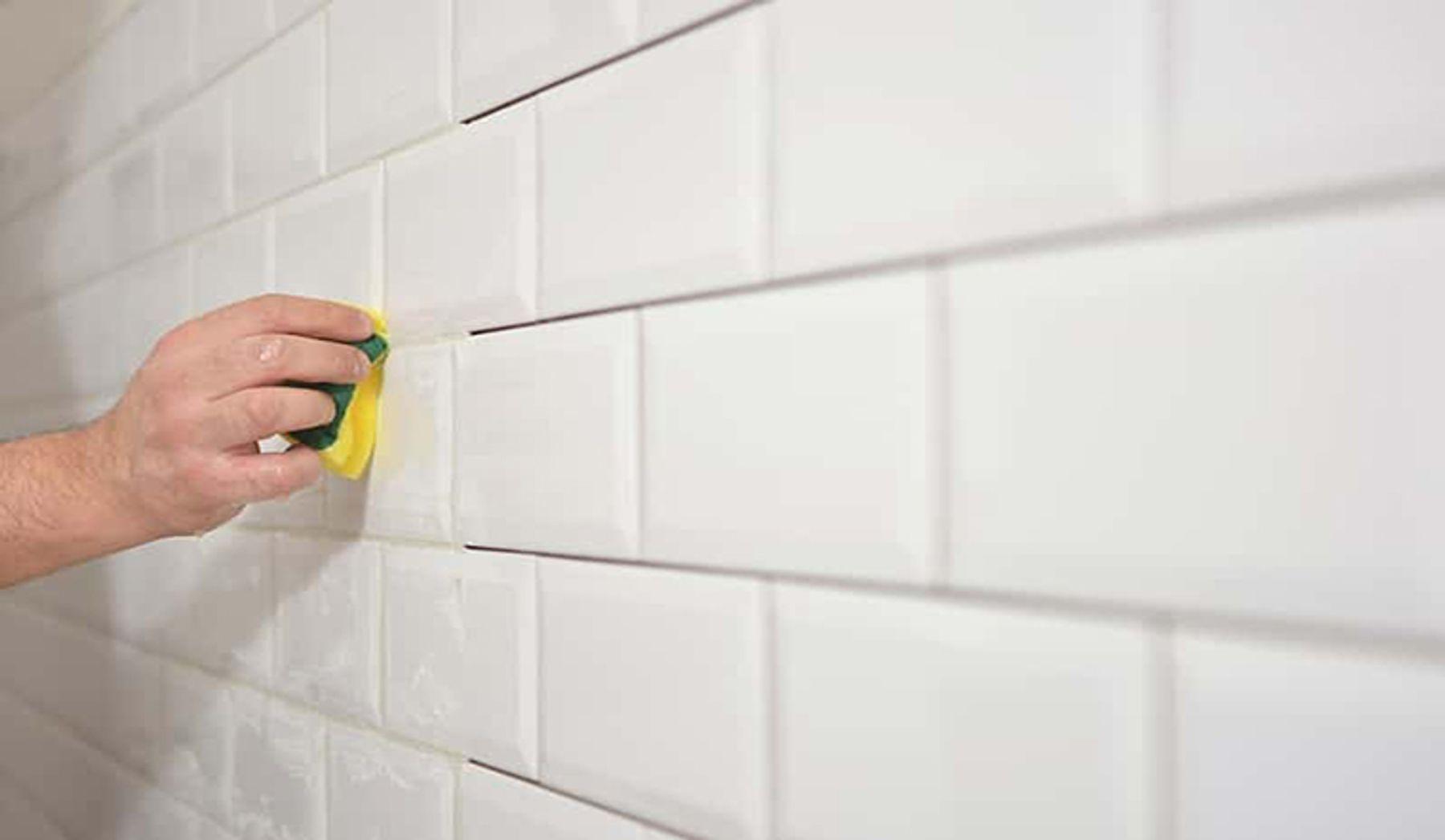 Lau rửa các bức tường tráng men sáng bóng