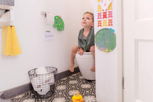 Kinh nghiệm chọn mua nắp bồn cầu cho bé
