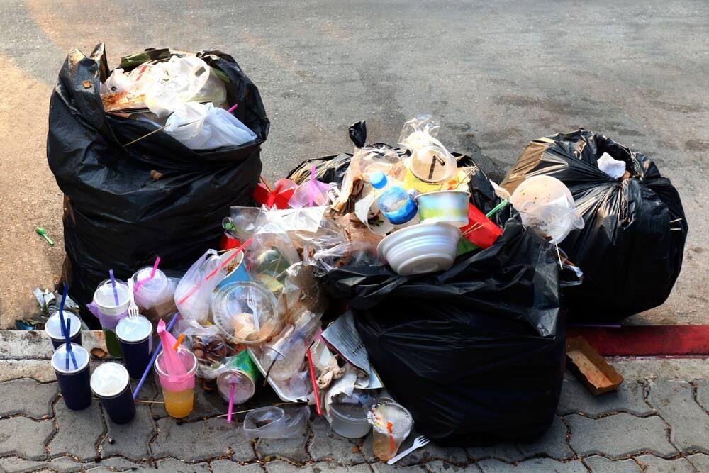 Bahaya Menimbun Sampah!
