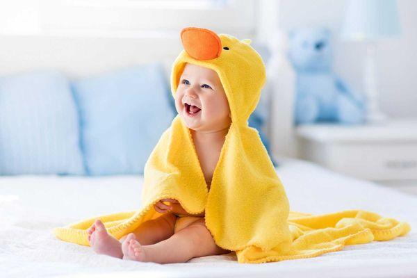 Áo choàng tắm cho trẻ sơ sinh hình con vịt màu vàng